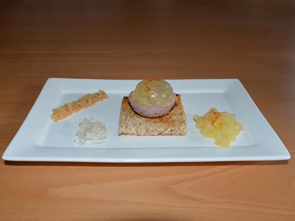 Bulb of pate, pear and wine jelly
